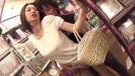 แม่บ้านสาวโดนคนขายจับอึ๊บหีในร้านขายหนังสือแมกกาซีน หนังโป๊ฟินๆ