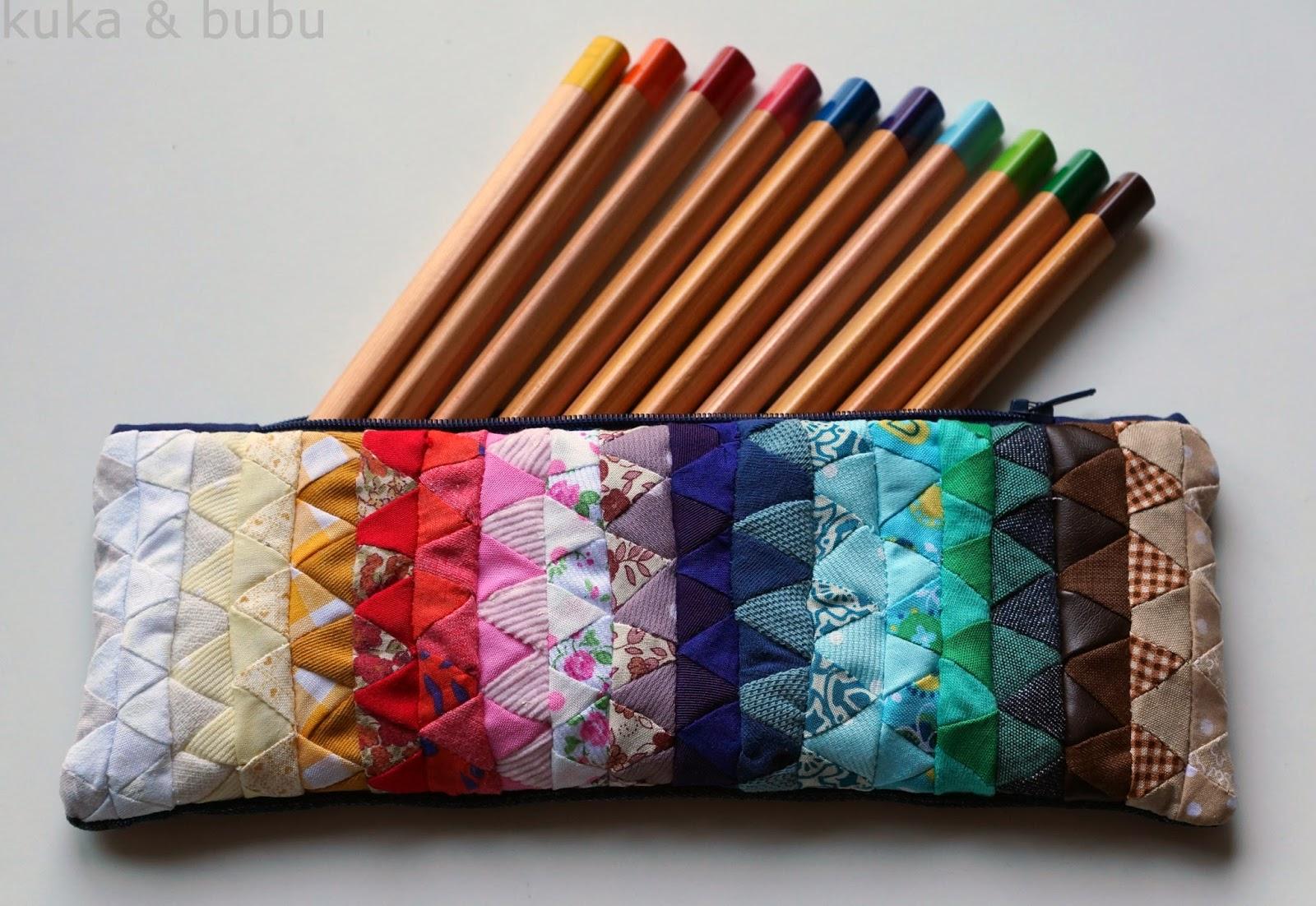 http://kukaandbubu.blogspot.com.es/2014/07/patchwork-pencil-case-estuche-base-de.html