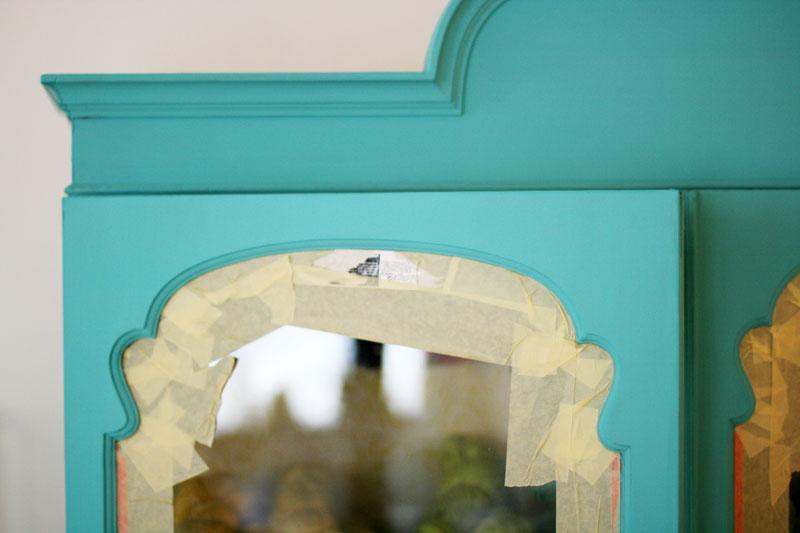 Exterior de la vitrina pintado con Turquesa Vivo de Autentico Chalk Paint.