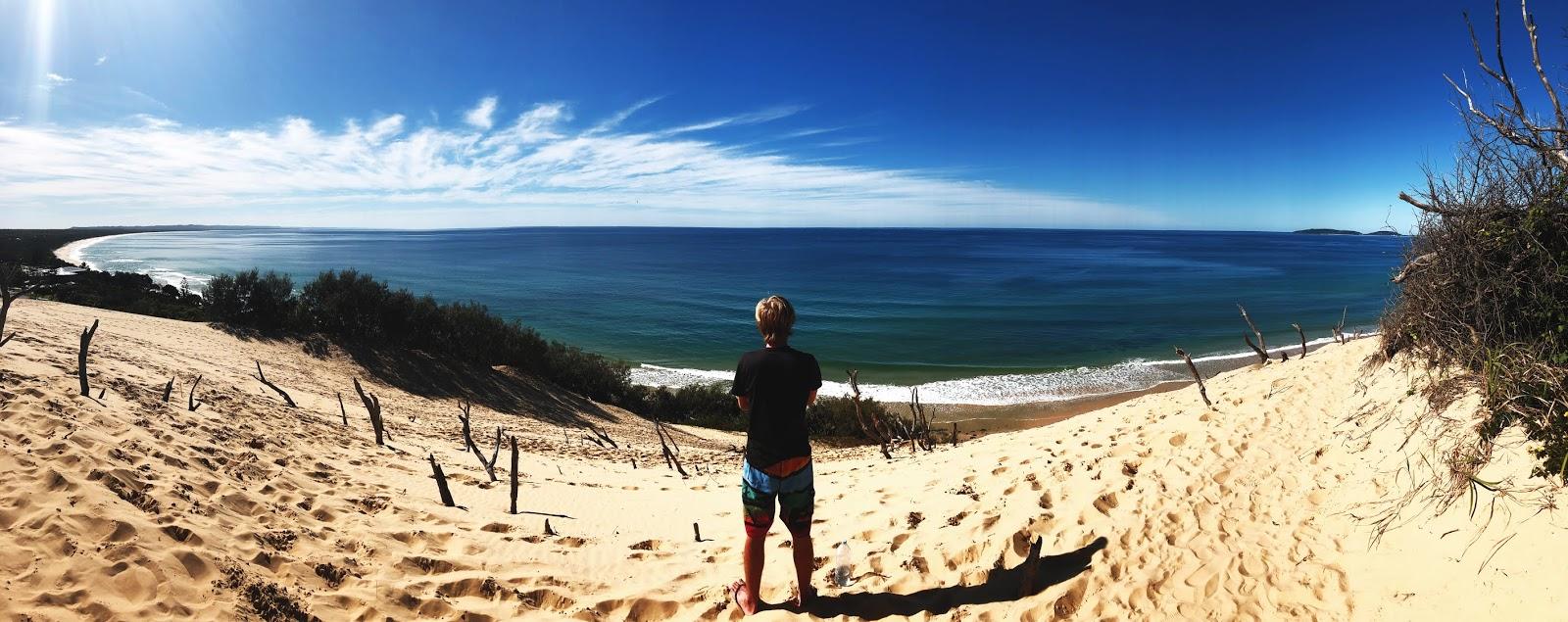 Plaża Rainbow Beach w Australii - widok panoramiczny z wydmy