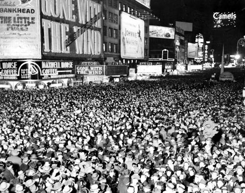 31 December 1939 worldwartwo.filminspector.com New Years Eve Times Square