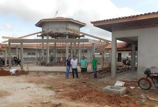 Prefeito Arquimedes vistoria construção de escola modelo no Sítio Lagoa da Jurema.