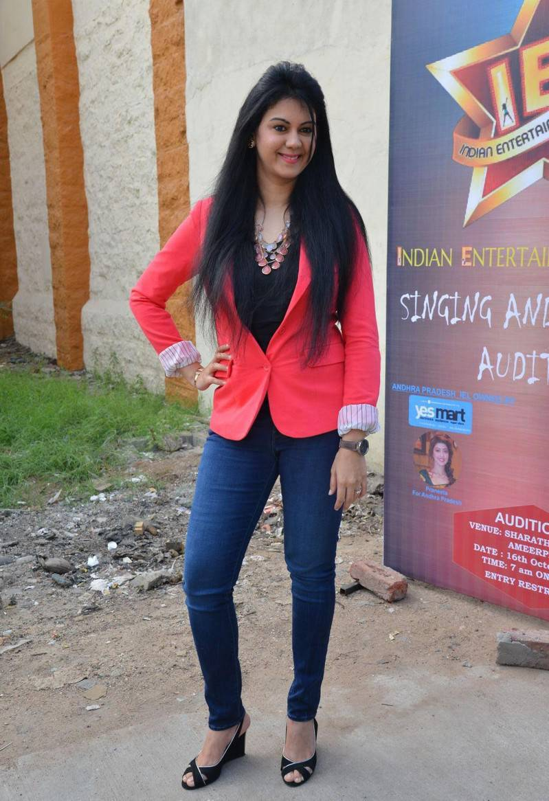 South Indian Actress Kamna Jethmalani Long Hair Photos In Pink Top Blue Jeans