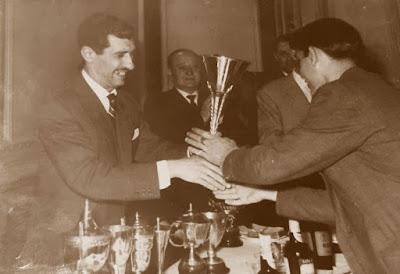Eduardo Pérez, recogiendo el trofeo Lostal