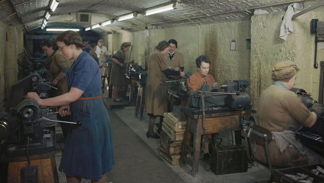 Female munitions workers color photos of World War II worldwartwo.filminspector.com
