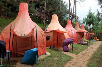 Area camping di The Lodge Maribaya, Bandung, Jawa Barat.