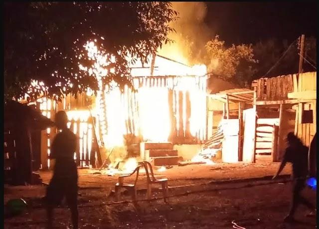 Incêndio destrói estrutura rural em Taquarituba