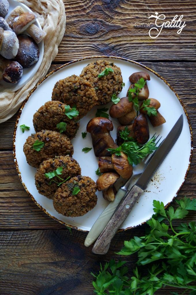 Kotleciki grzybowe z kaszy z grillowanymi borowikami