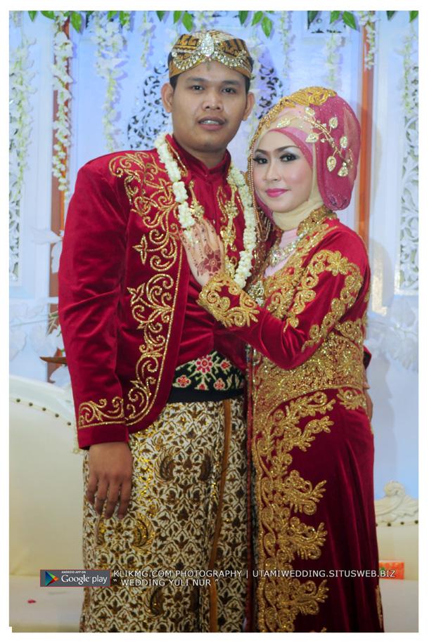 Foto Wedding YULI & NUR - 20 Juli 2015 | Tata Rias, Busana & Dekorasi oleh : Utami Irawan Rias Pengantin Purwokerto | Foto oleh Klikmg Fotografer Purwokerto