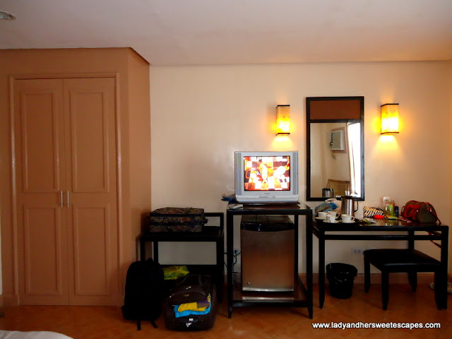 inside the room at Hotel Alejandro Tacloban