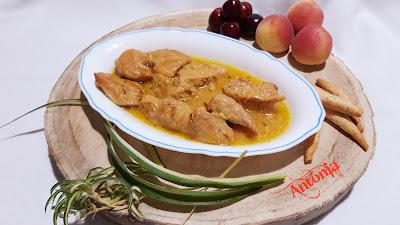 Pollo En Salsa De Piñones Y Miel
