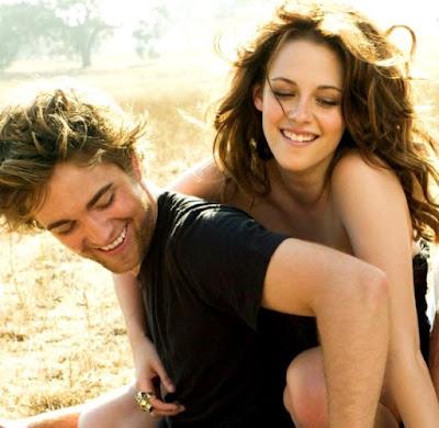Foto de Kristen Stewart y Robert Pattinson en el campo