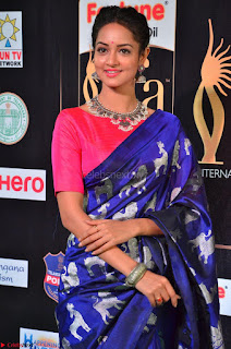 Shanvi Looks Super Cute in Pink Backless Choli Blue Saree at IIFA Utsavam Awards 2017 32.JPG