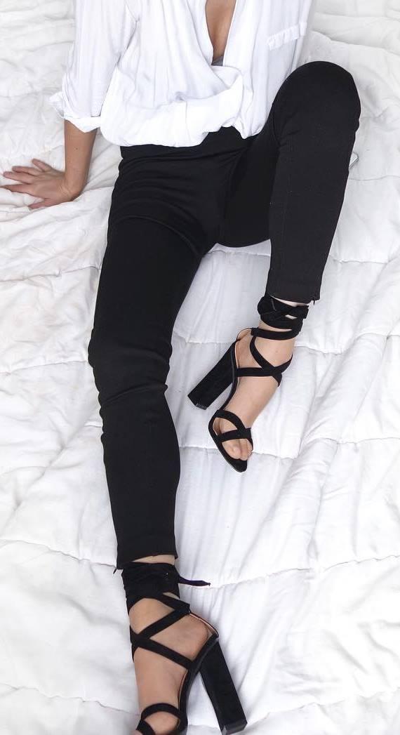 shirt + black skinnies + heels