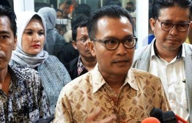 Iwan Sumule: Apa Kalian Percaya 812 Halaman Draf Omnibus Law Dibaca Jokowi?