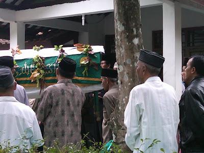 Pemakaman Mbah Parsiem 3