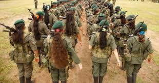 Grupo de adolescentes cumpliendo entrenamiento militar / ARCHIVO DARÍO PELÁEZ