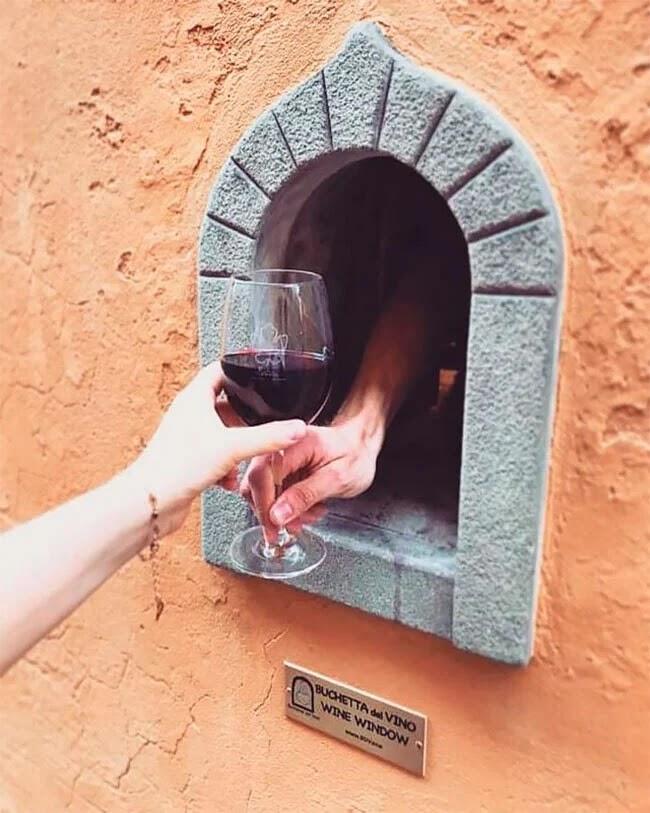 Las vitrinas italianas utilizadas en Italia durante la plaga del siglo XVII, se abren de nuevo por el coronavirus