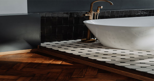 Kamar mandi lantai kayu