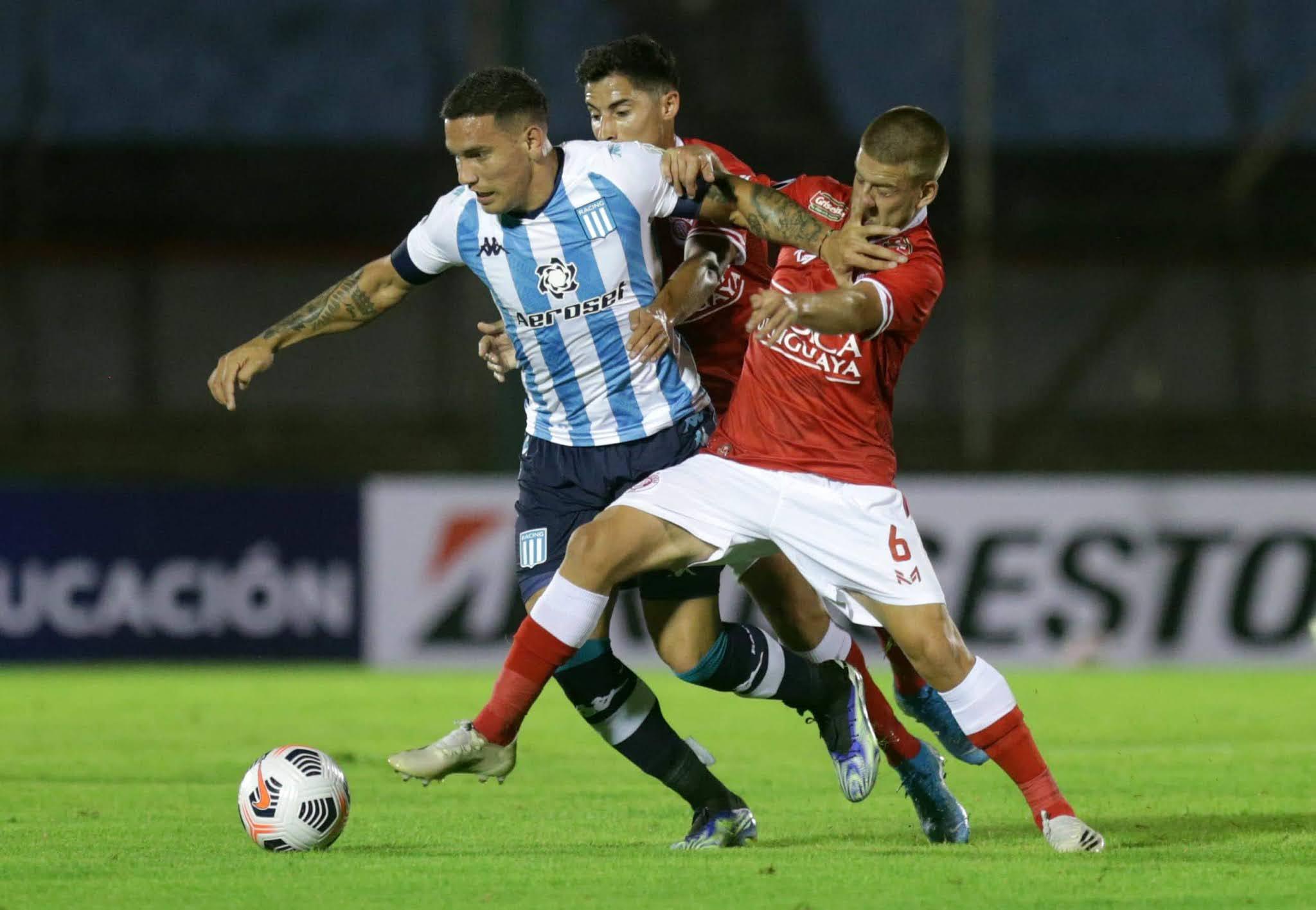 Racing le empató sobre la hora a Rentistas con un hombre menos en su debut en Libertadores