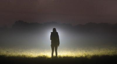 Puisi: Orang di Sebelahku