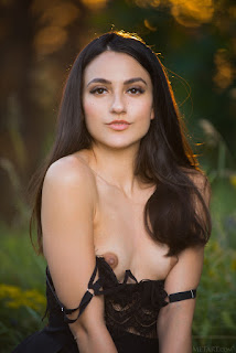Naked brunnette - cira_nerri_24_09292_5.jpg