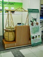 Rak Display Etalase Makanan - Custom Furniture Semarang