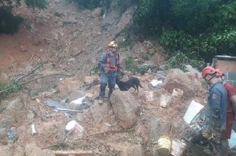 Sobe para 29 o número de mortos por chuvas no litoral paulista