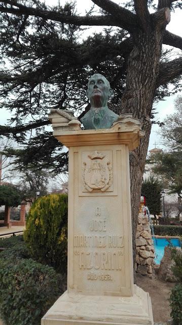 Busto de Azorín en la ciudad de Yecla.