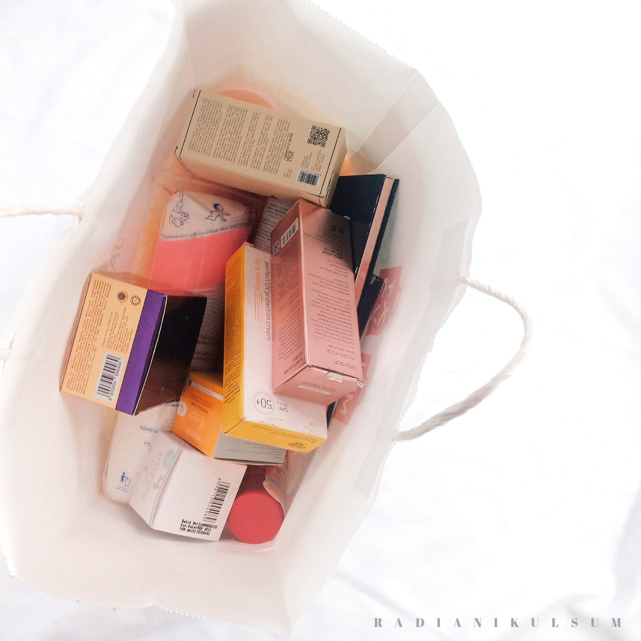 Alasan Kita Kalap Membeli Banyak Produk Skincare