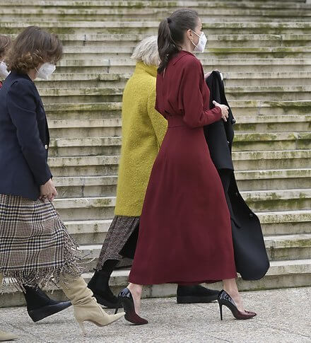 Queen Letizia wore a new limited edition open back dress from Massimo Dutti. Queen Maxima wore the same dress