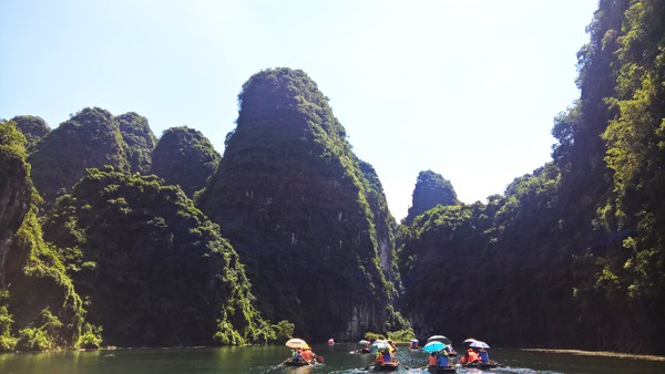 See the 'Kong-Skull Island' studio in Trang An tourist area before the dismantling day