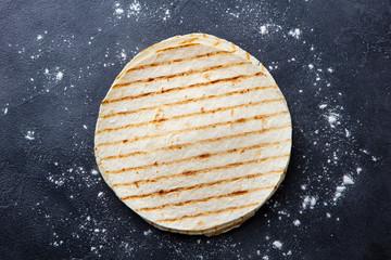 طريقة عمل خبز التوتيلا الرقيق الهش اللذيذ بالطريقة السوريه