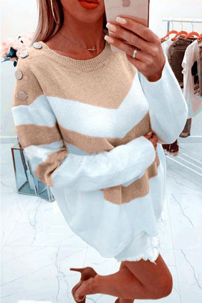 Knitted outfits are versatile pieces that adapt to every woman's style. Mix up your style with these 25 Charming Knitwear to Keep You Stylish and Warm. Winter outfits via higiggle.com | white jumper | #knit #winter #fashion #jumper