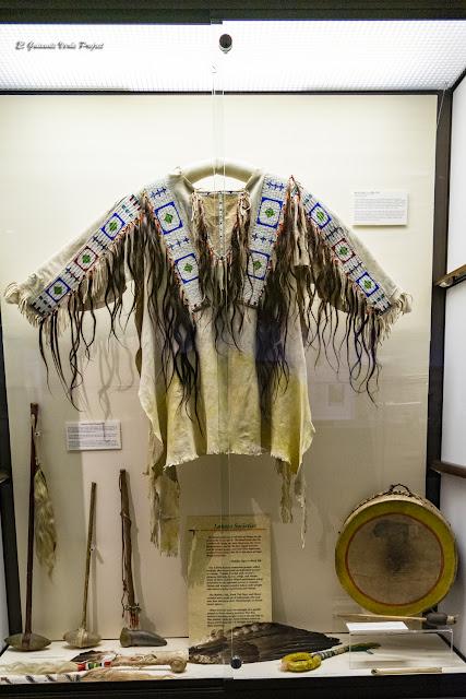 Armas y parafernalia guerrera - Akta Lakota Museum