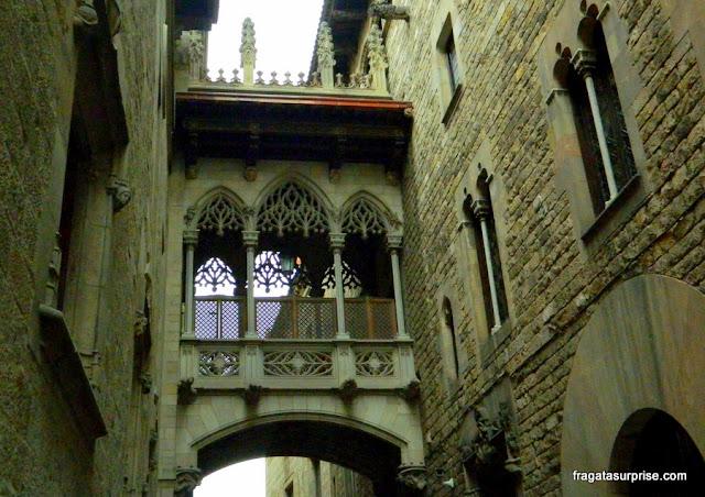 Barcelona: Pont del Bisbe, no Bairro Gótico