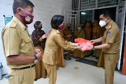 Andi Muh Iqbal Tongasa Bagi Masker dan Ajak Warga Koltim Patuhi Protokol Kesehatan
