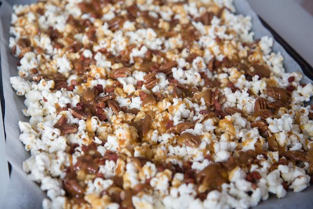 popcorn, karamellisoitu, pekoni, pekaani