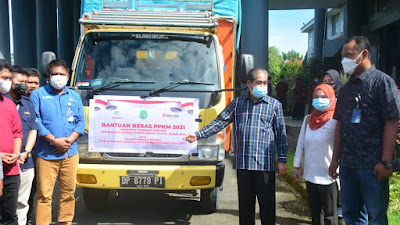 Di Tengah Pandemi, Bupati Sidrap Launching Penyaluran Beras PPKM
