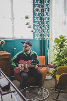 """On l'avait découvert avec son EP Fortune. Voilà Ghern de retour avec un nouvel extrait, """"Les Rochers"""". #LACN"""