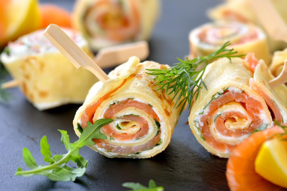 rollitos de salmón y queso fresco