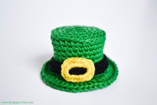http://www.lacigognefr.com/2018/02/st-patricks-day-top-hat-free-crochet.html