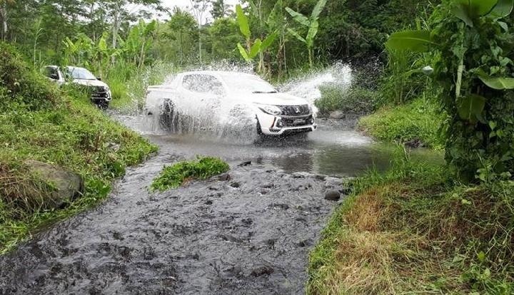 Mencegah Mobil Mogok Saat Melintasi Banjir