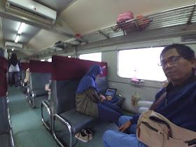 Di dalam kereta Rangkasbitung-Merak, nyaman dan berAC