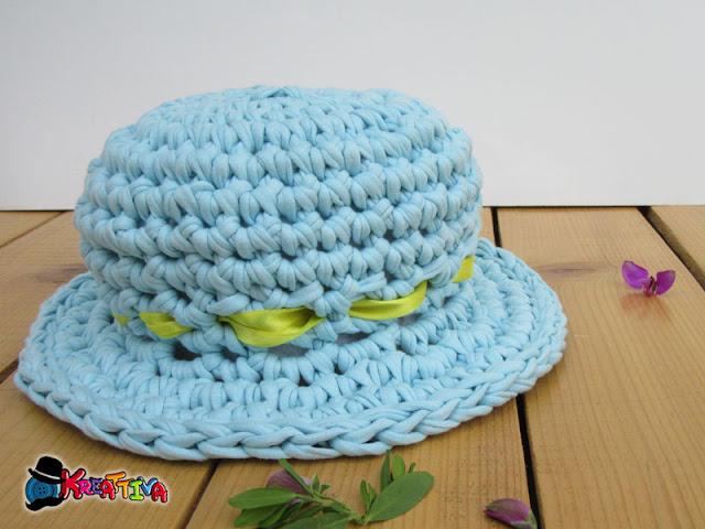 Cappello di fettuccia all'uncinetto