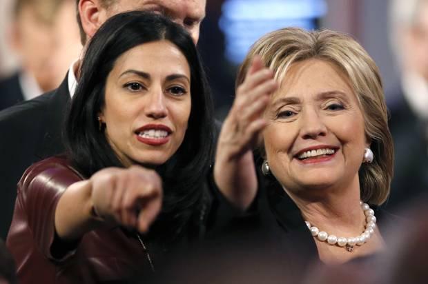 Hillary Clinton, tem uma vantagem de três pontos percentuais sobre o republicano Donald Trump, segundo pesquisa Bloomberg Politics-Selzer divulgada nesta segunda-feira, a última antes da eleição de terça-feira