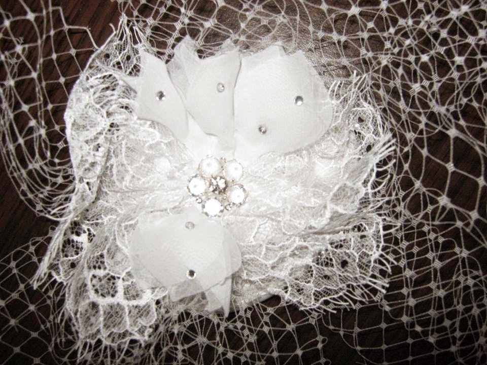 http://nuntacustil.blogspot.ro/2014/12/vand-voaleta-cristale-swarovski.html#
