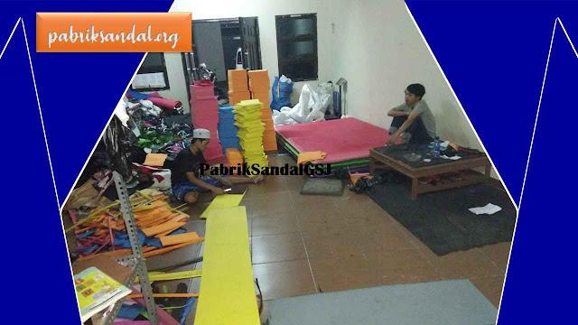 Produksi Sandal Spon Cantik Warna - warni   Pabrik Sandal GSJ