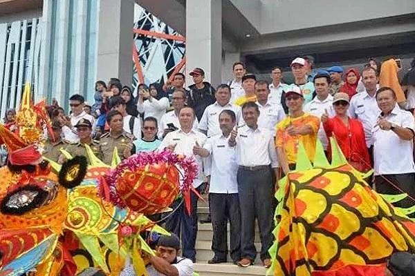 5 Ekor Naga sepanjang 50 meter di dihalaman Kantor Bupati Ketapang