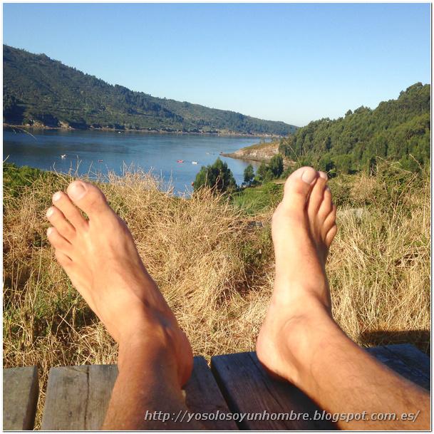 Mis pies observan la ría de Ferrol